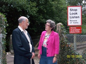 Jackie and Cllr Alan Broadhurst discuss the crossing on site. This footpath links communities and it's a good opportunity to upgrade the link.